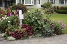 """Some of these """"mailbox gardens"""" look sort of patchy and really draw attention to an ugly mailbox, but this is lovely!"""