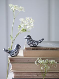 Breng sfeer in huis met mooie takken en schattige vogeltjes.