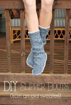 Drawings Under The Table: Upcycled Sweater Slipper Boots - take and old sweater and make a super cute pair of slippers - so cute! Diy Gifts To Make, Easy Handmade Gifts, Old Sweater, Sweater Boots, Upcycled Sweater, Pullover Upcycling, Alter Pullover, Cute Slippers, Old Shirts