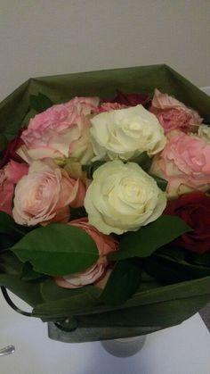 Rose bianche, rosse e rosa