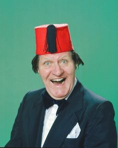 15 April 1984 – the comedian Tommy Cooper, collapses and dies on stage from a heart attack during a live televised show, Live from Her Majesty's. The Audience thought it was part of his act. The Comedian, Comedy Duos, Comedy Tv, Tommy Cooper, Top Comedies, Laurel And Hardy, Marilyn Monroe Photos, Classic Tv, Man Humor