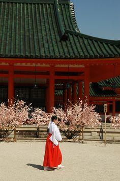 Heian-jingu, Kyoto, Japan: photo by office_asako 京都平安神宮