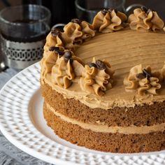 Easy Coffee Cake - A delicious all-in-one coffee sponge topped with smooth coffee buttercream. Simple to make and packed full of flavour. PLUS - How to make this cake in any size of round, square or rectangular tin. Sponge Cake Recipes, Easy Cake Recipes, Baking Recipes, Biscoff Recipes, Coffee Sponge Cake, Coffee Cake Decoration, Coffee And Walnut Cake, Pan Sin Gluten, Salty Cake
