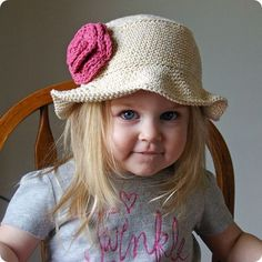 very cute sun hat!  Free pattern from Lion Brand here:  http://www.lionbrand.com/patterns/90263AD.html?r=1