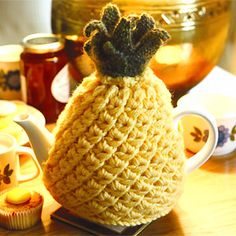 Knit a pineapple tea cosy: free knitting pattern :: Kitchen craft convert to crochet with a star stitch perhaps? Tea Cosy Knitting Pattern, Tea Cosy Pattern, Knitting Patterns Free, Free Knitting, Crochet Patterns, Scarf Patterns, Finger Knitting, Knitting Tutorials, Knitting Machine