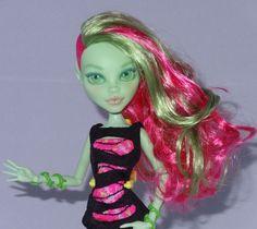 Venus McFlytrap Custom OOAK Monster High repaint Doll from Coffin Bean Series