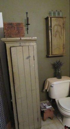 Primitive Bathroom Decor Wooden Vanity And Mirror : Rural Primitive Bathroom Decor Gallery . Primitive Country Bathrooms, Primitive Bathroom Decor, Primitive Homes, Prim Decor, Primitive Furniture, Rustic Bathrooms, Country Primitive, Country Decor, Primitive Decor