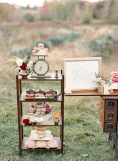 We are here to help you with some nice rustic outdoor wedding decorations i Diy Wedding, Rustic Wedding, Wedding Ideas, 2017 Wedding, Decor Wedding, Wedding Wishes, Wedding Decorations On A Budget, Autumn Bride, Rustic Outdoor