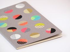 Diy back to school : DIY: colorful dot notebook