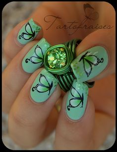 Nail art papillons verts one stroke