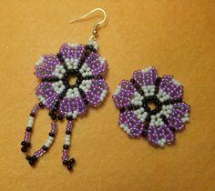 Videotutorial y patrones de flores con bolitas, ideales para pendientes, anillos, pulseras, collares.e