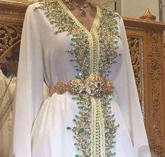 Fabulous Kaftan in white and green Style Caftan, Caftan Dress, Morrocan Dress, Moroccan Caftan, Oriental Dress, Oriental Fashion, Arab Fashion, Muslim Fashion, Middle Eastern Fashion