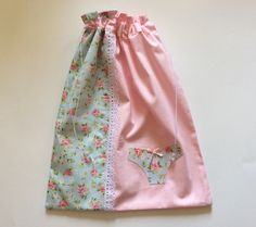 Porta Lingerie Porta Lingerie, Zipper Bags, Drawstring Bags, Bag Patterns To Sew, Fabric Bags, Little Bag, Handmade Bags, Quilting Projects, Embroidery Patterns