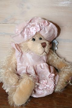 IESHA is from the Lyndhurst Collection of Settler Bears.  Price AUD$45. SHIP WORLDWIDE Email:toodledoo@bigpond.com www.settlerbearsaustralia.com.au,   Mobile: 0433 253 800   Toodle Doo - the MAGIC place to shop!