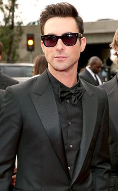 Adam Levine: The Maroon 5 frontman went for head-to-toe black, including a pair of classic Wayfarer sunglasses. Christopher Polk, Getty Images for NARAS Adam Levine, Fashion Moda, Look Fashion, Mens Fashion, Maroon 5, Look At You, How To Look Better, Beautiful Men, Beautiful People