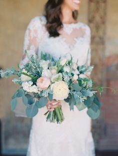 Cascading organic style wedding bouquet: Photography: Diana McGregor - http://www.dianamcgregor.com/