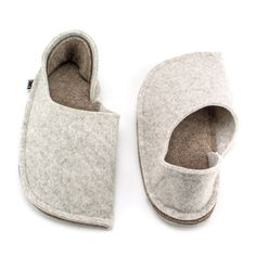 Warm wool felt moccasins for your home. Perfect for winter time. Natural and really cozy. Cute Slippers, Pink Slippers, Felted Slippers, Wedding Slippers, Wedding Gifts For Bride And Groom, Wool Shoes, Anniversary Gift For Her, Christmas Gifts For Women, Cream White