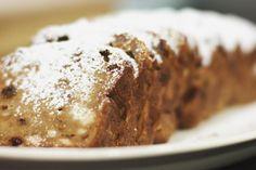 Broodpudding maken is de ideale manier om een oud brood een tweede leven te bezorgen. De peperkoek en witte chocolade veranderen je oud brood in een goddelijk dessert of vieruurtje voor jong en oud.