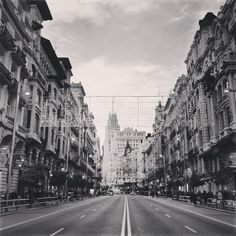 Madrid,Como te hecho de menos!!!Madrid I miss you a lot!  #madrid #madridmemola #MMM_bn #lovelyview #granvia #granviamadrid #granviastreet #madrid2020 #ilovespain #ilovemadrid #madridhistorico #madridforever #demadridalcielo #madridcentro #spainthebest #Padgram Travelling, Street View, Places To Visit, So Done
