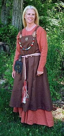 http://www.hurstwic.org/history/articles/daily_living/pix/womans_viking_clothes.jpg