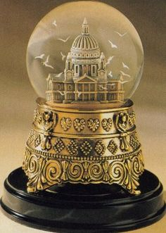 The ultimate Disney Geek/Mary Poppins/Snow globe lovin treasure in history. If only it was possible to find one! Mary Poppins St Pauls Cathedral Snowglobe on Collectors Quest Mary Poppins, Old Fashioned Christmas Decorations, Disney Snowglobes, I Love Snow, Christmas Snow Globes, Water Globes, Laura Lee, Crystal Ball, Cathedral