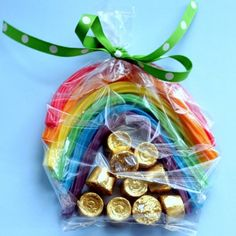 Rainbow twizzlers and Rolos for St.one of the easiest holiday crafts ever.one bag of rainbow twizzlers makes 5 rainbows. St Patrick's Day, Holiday Treats, Holiday Fun, Holiday Parties, Holiday Bags, Festive, Holiday Recipes, Rainbow Treats, Rainbow Candy