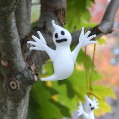 Hängande prydnad spöke i glas Christmas Ornaments, Halloween, Holiday Decor, Animals, Home Decor, Glass, Pictures, Xmas Ornaments, Animales
