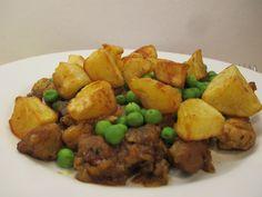 Ki ne szeretné ezt a lepirított sertés húsból, sült krumpliból, esetenként kevés párolt zöldborsóból készült ételt? Pork, Ethnic Recipes, Pork Roulade, Pigs, Pork Chops