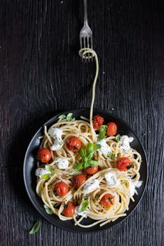 ©MoniQù Photography  Corsi Food photography in Italia, Dazzero, Moni Qu Photography, spaghetti, dark mood , dark table