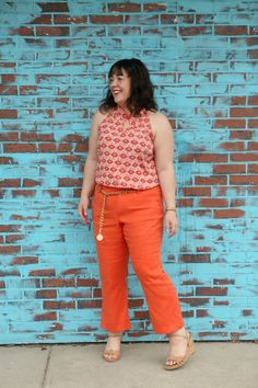 Not the metal belt or wedge sandals, but the fun colors, retro wide leg pant and pattern top are adorable Wardrobe Oxygen featuring the Cabi Maravilla Spring 2018 collection Sunshine Tank and Charlie Crop orange pants. Plus Size Workwear, Plus Size Jeans, Orange Pants, Orange Dress, Backless Evening Gowns, Orange Fashion, Leggings, Fashion Over 40, Petite Fashion