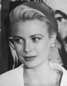 Grace & Family - Icon People - Ideas of Icon People - Grace Kelly 1954 Hard for me to think anyone is more beautiful and statuesque than she. Moda Grace Kelly, Grace Kelly Style, Old Actress, American Actress, American Idol, Vintage Hollywood, Classic Hollywood, Princesa Grace Kelly, Patricia Kelly