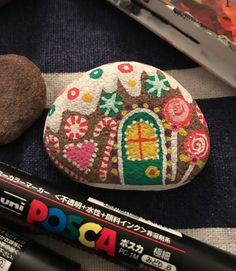 Easy and Fun Christmas Crafts for Kids to Make at School – Gingerbread Painted Rocks Pebble Painting, Pebble Art, Stone Painting, Rock Painting, Handmade Christmas Crafts, Christmas Crafts For Kids To Make, Christmas Rock, Pet Rocks, Hand Painted Rocks