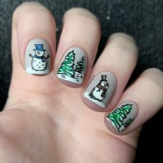 """Bianka I Nailart & Swatches en Instagram: """"You might be sick of winter manis, but I still have a few more to share through February! 😄 Also these winter plates arrived to me later…"""" Xmas Nails, Winter Nails, Swatch, Sick, Nailart, February, Plates, Beauty, Instagram"""