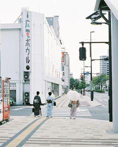 dreams-of-japan:    Japanese clothes by hisaya katagami on Flickr.