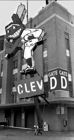 50 old photos of Cleveland Municipal Stadium that will make you feel nostalgic Cleveland Team, Cleveland Indians Baseball, Baseball Park, Cleveland Browns, Cincinnati, Philadelphia Athletics, Baltimore Colts, Browns Fans, Old Photos