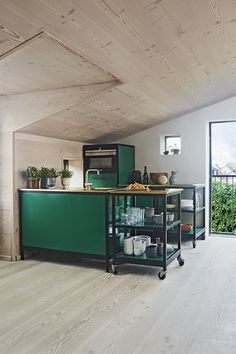 Stylish kitchen in green colours with gold zink and wood by Dinesen on the floor, walls and ceiling. A very modern, cosy warm and nordic styled kitchen. Farmhouse Living Room Furniture, Modern Farmhouse Interiors, Living Room Furniture Layout, Kitchen Furniture, Kitchen Lamps, Kitchen Lighting, Stylish Kitchen, Modern Kitchen Design, Interior Design Kitchen