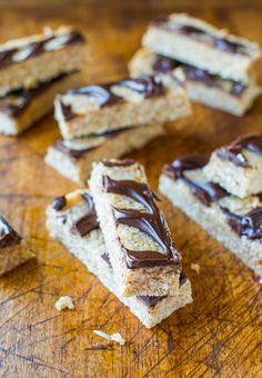 No-Bake Samoas Cookie Granola Bars (vegan, GF) - Healthy granola bars that taste like Samoas Cookies. Easy recipe at averiecooks.com
