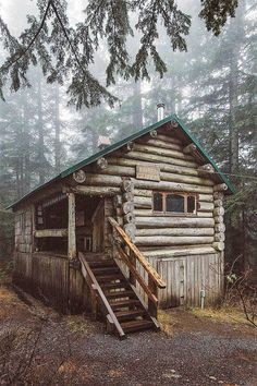 076 Small Log Cabin Homes Ideas Small Log Cabin, Little Cabin, Log Cabin Homes, Cozy Cabin, Old Cabins, Cabins And Cottages, Cabins In The Woods, House In The Woods, Rustic Cabins