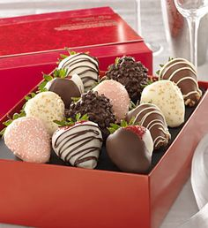 Fannie May Love & Romance Chocolate Strawberries Easy Smoothies, Fruit Smoothies, Fruit Recipes, Gourmet Recipes, Peanut Butter Oatmeal Bars, Fruit Box, Chocolate Dipped Strawberries, Chocolate Muffins, Chocolate Basket
