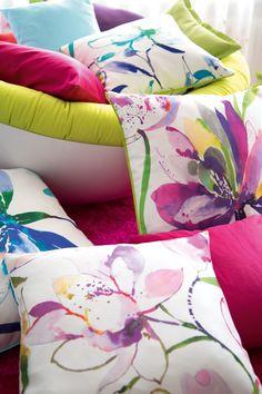 bunte Kissen mit Blumenmotiv aquarell #buntekissen #fabrics #Stoffe ...