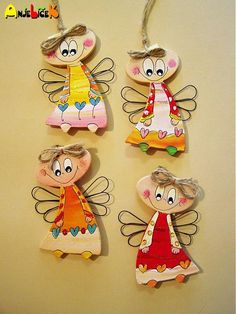 Anjeliky na zavesenie s drôtenými krídelkami. Cute Crafts, Felt Crafts, Diy And Crafts, Paper Crafts, Clay Ornaments, Diy Christmas Ornaments, Preschool Decor, Clay Wall Art, Clay Art Projects