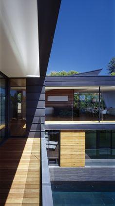 Bluestone and zinc architecture for Balmoral home | Designhunter - Australia's best architecture & design blog