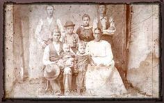 Slices of Time - This is a site dedicated to reuniting lost family photographs with their families.