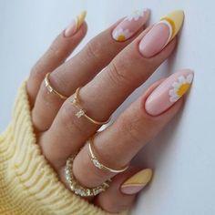 Stylish Nails, Trendy Nails, Nagellack Trends, Acylic Nails, Best Acrylic Nails, Acrylic Nails Yellow, White Gel Nails, Summer Acrylic Nails, Orange Nails
