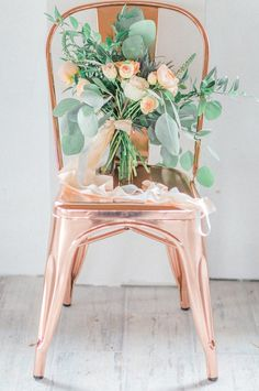 A peach and copper wedding color scheme is simply refreshing. This color palette makes for the perfect modern chic rustic wedding. Hot new 2017 wedding trends! Copper bar stools add to the fun for the stylish trendy wedding reception July Wedding Colors, Peach Wedding Colors, Wedding Color Schemes, Wedding Themes, Wedding Designs, Floral Wedding, Wedding Bouquets, Wedding Decorations, Wedding Ideas