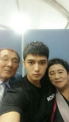 Kim Jaejoong with his parents! The military is doing him good.... too good ㄱ_ㄱ