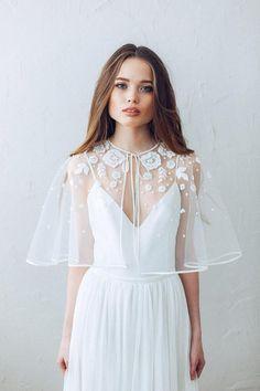 Elegant Lovely romantic snow white bridal LACE CAPE bolero decorated with guipure wedding festivals prom