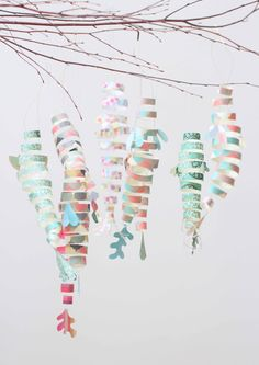Handmade Home: DIY Origami-Paper Fish mobile that is beautiful, colorful, and simple to make. Easy craft project that kids will love to make to decorate their rooms. Diy Origami, Mobil Origami, Origami Paper, Diy Paper, Paper Art, Paper Crafts, Origami Fish Easy, Fish Lanterns, Paper Lanterns