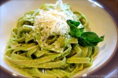 Scrumptious Saturday: Creamy Avocado Pasta - The Inspired Home  Just made this tonight and it was fabulous!