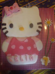 Tarta decorada con fondant Hello Kitty / Hello Kitty cake